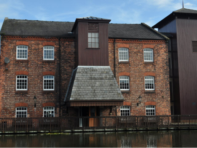 Former Canal Warehouse (late c19)