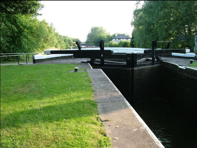 Aspull part Flight of 13 Locks and Bridges Lock01