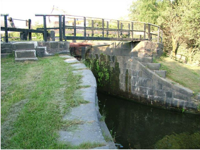 Aspull part Flight of 13 Locks and Bridges Lock04