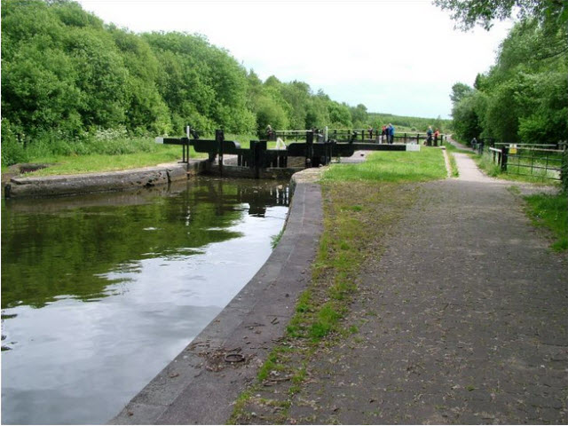 Lock No.2 and Bridge E of Poolstock Lane